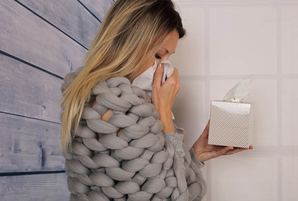 7-signs-it's-a-common-cold-woman-with-blocked-runny-nose