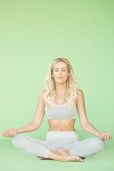 5 Mini Meditations To Help You Stay Grounded During The Holidays